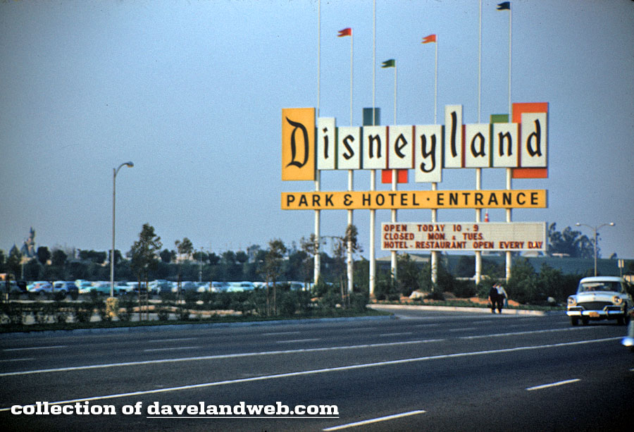 Disneyland entrance area March 1959 photo From davelandweb.com