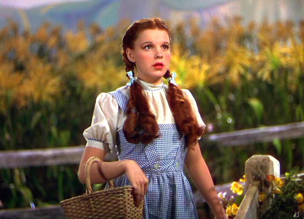 Editorial use only. No book cover usage. Mandatory Credit: Photo by Mgm/Kobal/Shutterstock (5886294em) Judy Garland The Wizard Of Oz - 1939 Director: Victor Fleming MGM USA Scene Still Musical Le Magicien d'Oz